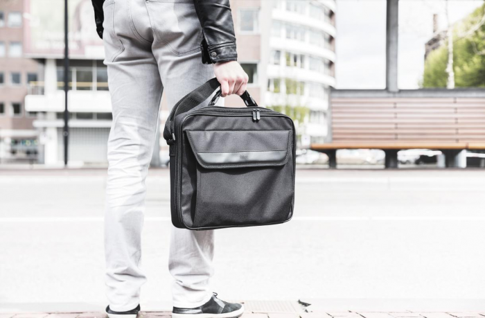 "Geanta Trust Atlanta Carry Bag 16"" laptop black 1"