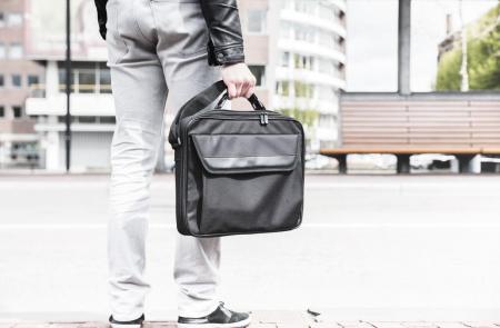 "Geanta Trust Atlanta Carry Bag 16"" laptop black1"