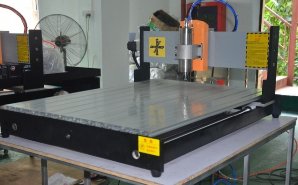 1.5kw CNC 6090 220v  3-axis CNC Router Gravura Milling Drilling masina taiere 1