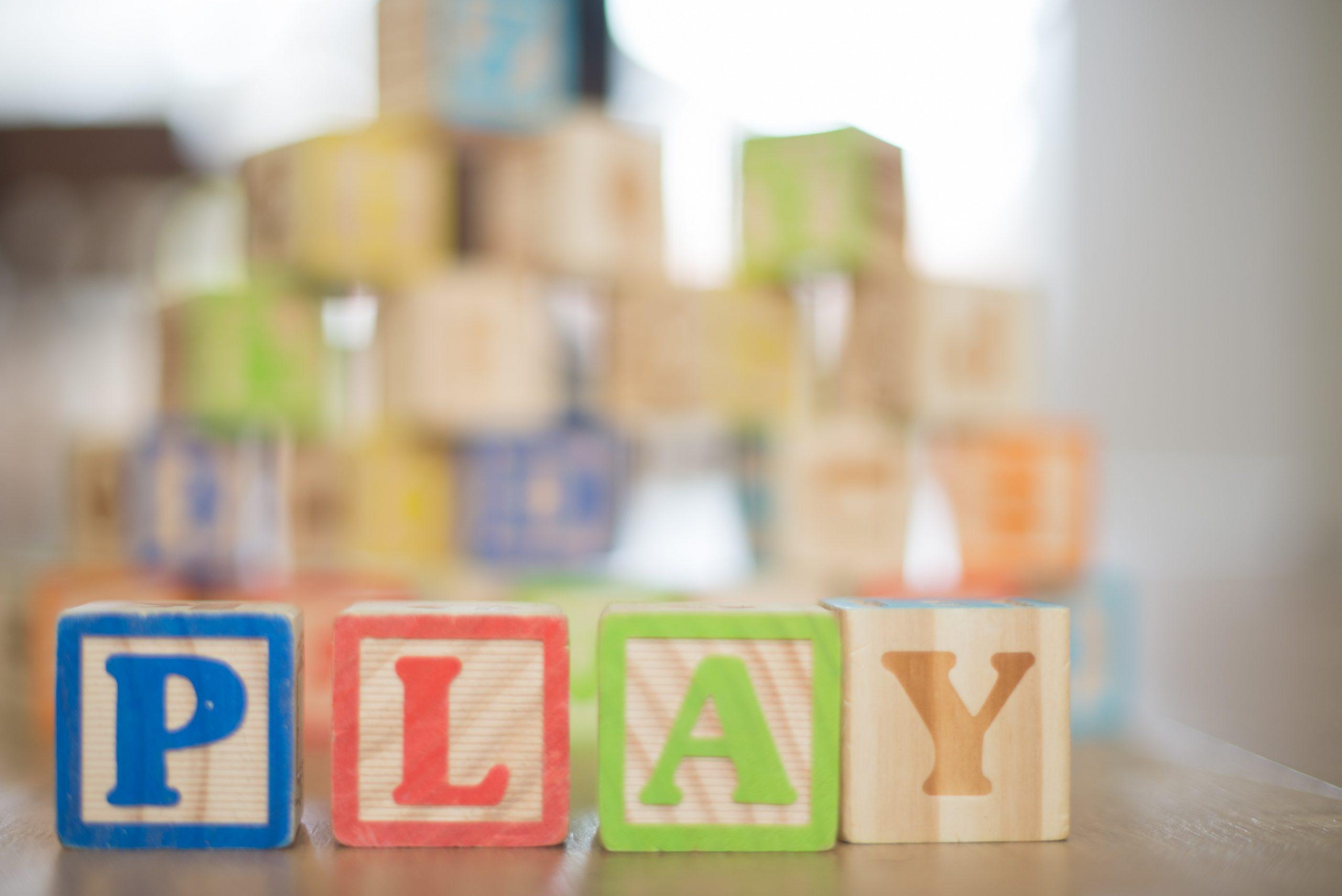 Beneficiile jucariilor educative. Cat de importante sunt in procesele de dezvoltare