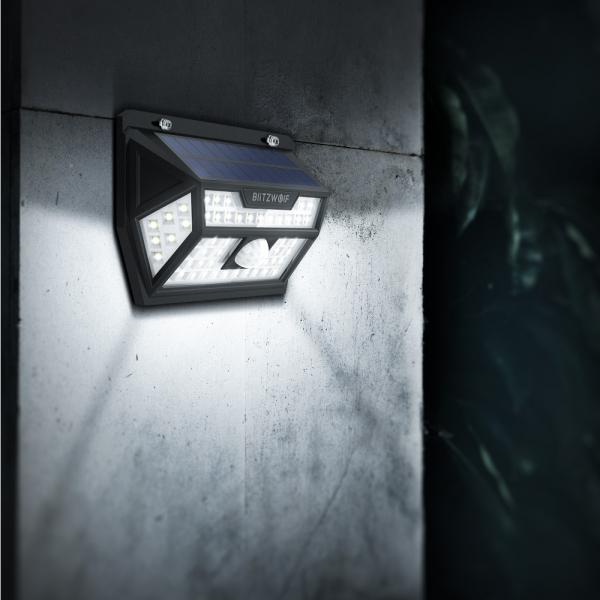 Lampa solara Blitzwolf de perete cu senzor de miscare si lumina, 2200mAh, 350 lumeni, 62 LED-uri, IP64, 6500K 4