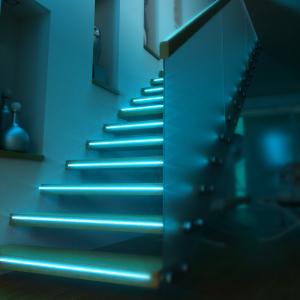 Banda LED RGBW Blitzwolf smart, Wi-Fi, 1250 lumeni, 16 mil culori, IP44, compatibila Google & Alexa, 5 metri5