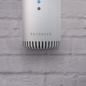 Eliminator mirosuri Petoneer smart, sterilizator, purificare aer, montare in zona lietierei pentru pisici, senzor IR1