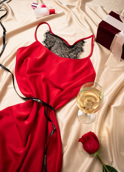 Cadou pentru ea - Rochita din satin si Flori - Ivone Red 3