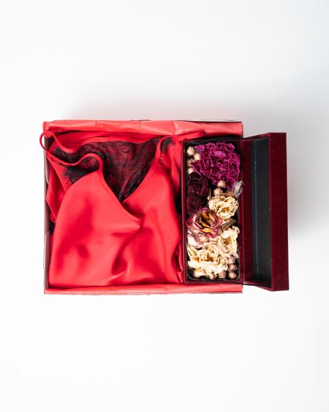 Cadou pentru ea - Rochita din satin si Flori - Ivone Red 2