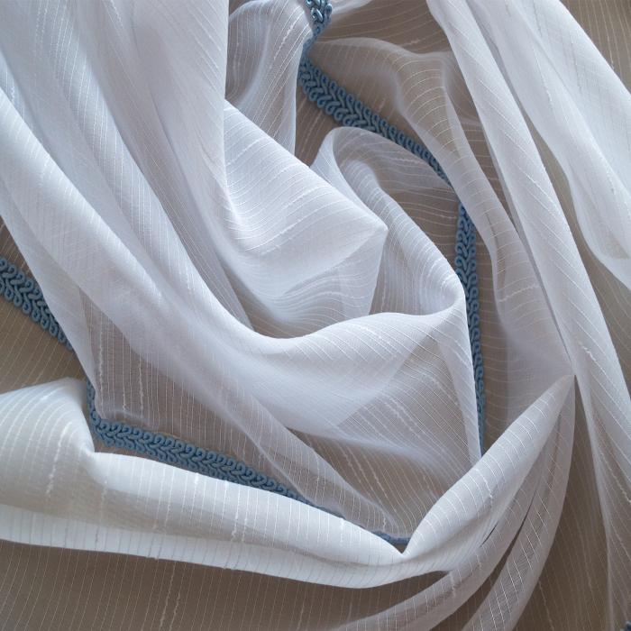 Perdea sable alb cu fir albastru brodat 1