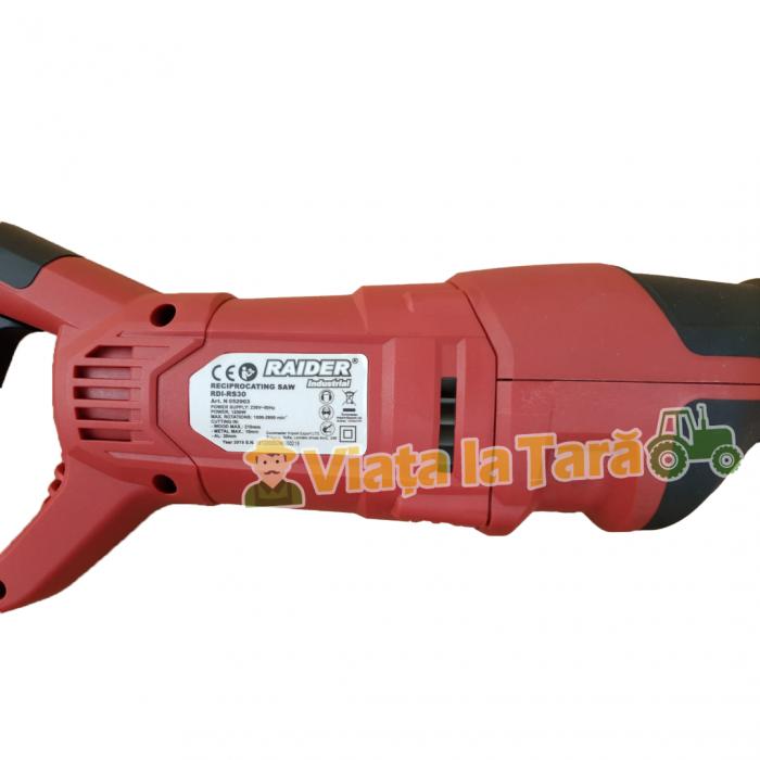 Fierastrau sabie profesional 1200 W, cu LED Raider Industrial RDI-RS30 2