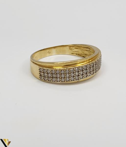 """Inel din aur 18k, 750 2.98 grame Diametrul inelului este de 19mm (masura standard RO:59 si UE:19) Latimea in partea superioara este de 6.5 mm Marcaj cu titlul """"750"""" Locatie Harlau 1"""
