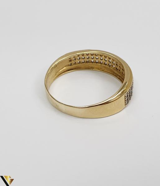 """Inel din aur 18k, 750 2.98 grame Diametrul inelului este de 19mm (masura standard RO:59 si UE:19) Latimea in partea superioara este de 6.5 mm Marcaj cu titlul """"750"""" Locatie Harlau 2"""