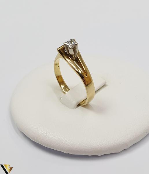 """Inel din aur 18k, 750 3.34 grame Diametrul inelului este de 17mm (masura standard RO:53 si UE:13) Latimea in partea superioara este de 7 mm Marcaj cu titlul """"750"""" Locatie Harlau 0"""