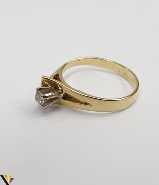 """Inel din aur 18k, 750 3.34 grame Diametrul inelului este de 17mm (masura standard RO:53 si UE:13) Latimea in partea superioara este de 7 mm Marcaj cu titlul """"750"""" Locatie Harlau 2"""