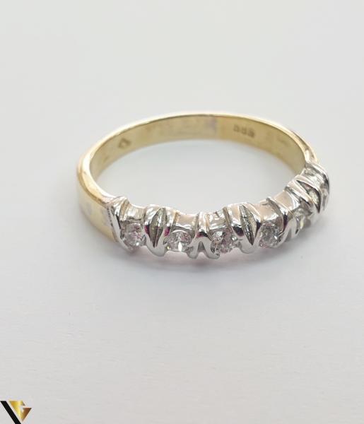 """Inel din aur 14k, 585 3.18 grame Diametrul inelului este de 18.5mm (masura standard RO:58 si UE:18) Latimea in partea superioara este de 3mm Marcaj cu titlul """"585"""" Locatie Harlau [1]"""