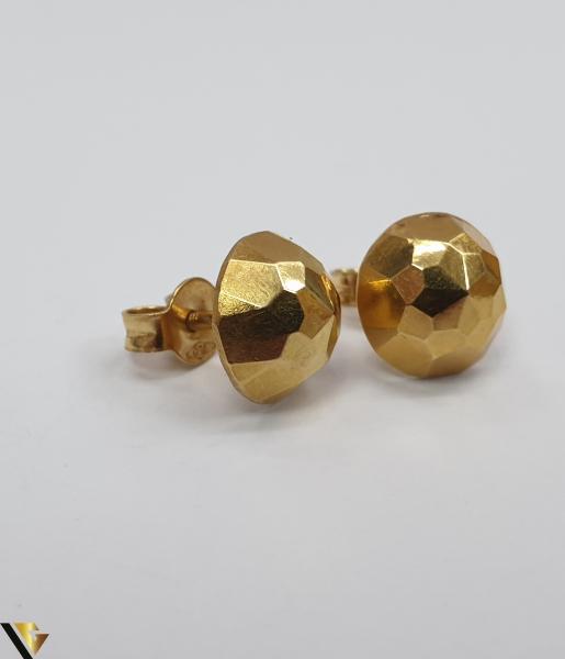 Cercei din aur  18k, 750 1.08 grame Lungimea cerceilor 8mm Latimea cerceilor 8mm Locatie HARLAU Marcaj cu titlul 750 0