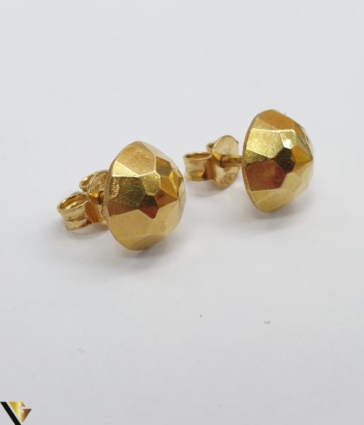 Cercei din aur  18k, 750 1.08 grame Lungimea cerceilor 8mm Latimea cerceilor 8mm Locatie HARLAU Marcaj cu titlul 750 2