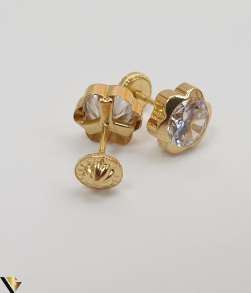 Cercei din aur  18k, 750 1.19grame Lungimea cerceilor 6mm Latimea cerceilor 6mm Locatie HARLAU Marcaj cu titlul 750 1
