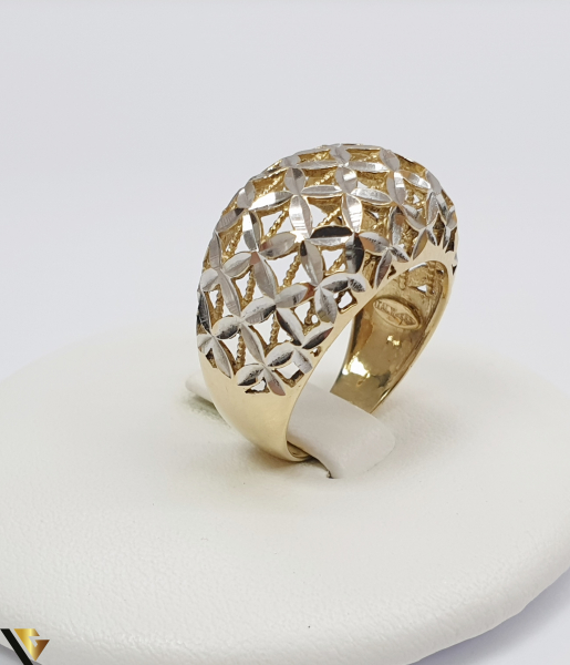 """Inel din aur 14k, 585 4.30 grame Diametrul inelului este de 17.5mm (masura standard RO:55 si UE:15) Latimea in partea superioara este de 14 mm Marcaj cu titlul """"585"""" Locatie Harlau 0"""