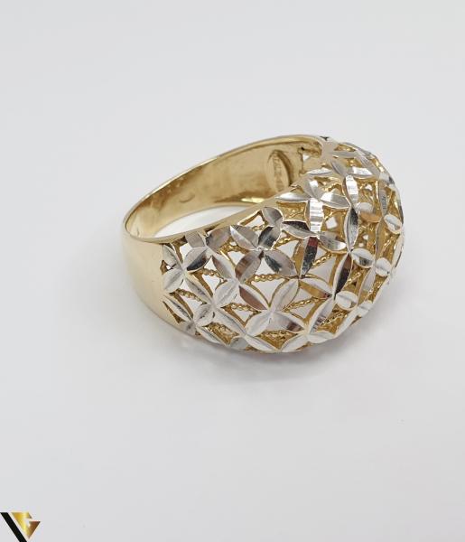 """Inel din aur 14k, 585 4.30 grame Diametrul inelului este de 17.5mm (masura standard RO:55 si UE:15) Latimea in partea superioara este de 14 mm Marcaj cu titlul """"585"""" Locatie Harlau [1]"""