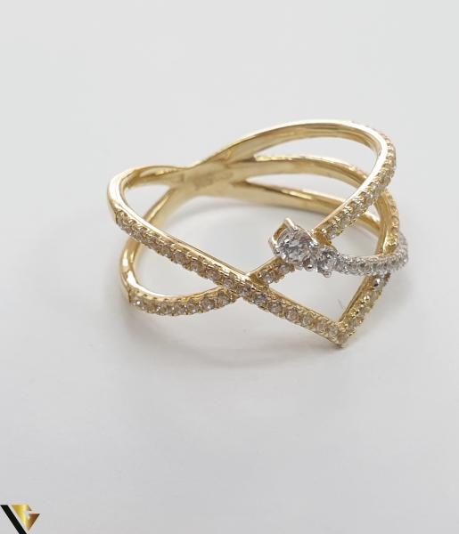 """Inel din aur 14k, 585 2.50 grame Diametrul inelului este de 17mm (masura standard RO:54 si UE:14) Latimea in partea superioara este de 9 mm Marcaj cu titlul """"585"""" Locatie Harlau 2"""
