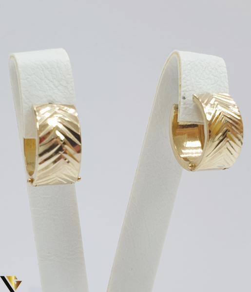 Cercei din aur  14k, 585 2.71 grame Lungimea cerceilor 15mm Latimea cerceilor 8mm Locatie HARLAU Marcaj cu titlul 585 0