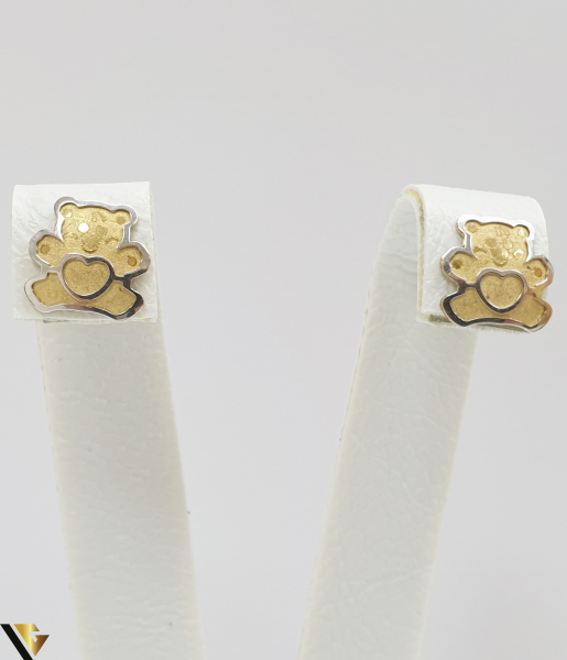 Cercei din aur  18k, 750 0.73 grame Lungimea cerceilor 8mm Latimea cerceilor 8mm Marcaj cu titlul 750 Locatia HARLAU 0