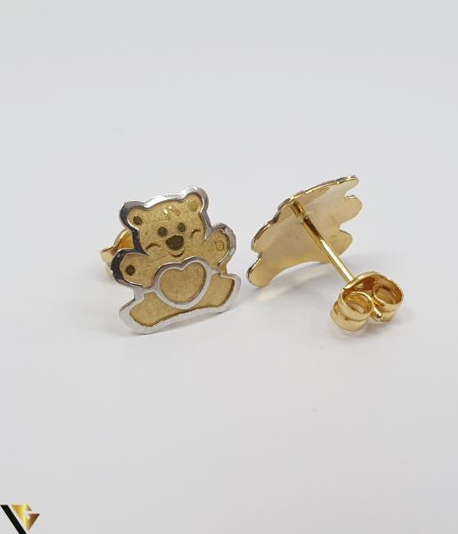 Cercei din aur  18k, 750 0.73 grame Lungimea cerceilor 8mm Latimea cerceilor 8mm Marcaj cu titlul 750 Locatia HARLAU 2