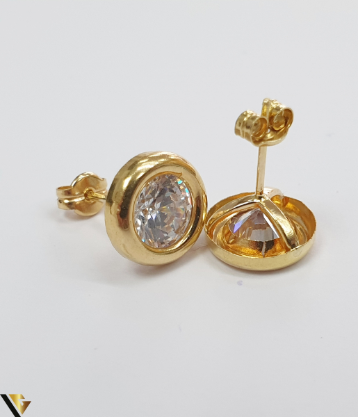 Cercei din aur  18k, 750 1.33 grame Lungimea cerceilor 9mm Latimea cerceilor 9mm Marcaj cu titlul 750 Locatia HARLAU 2