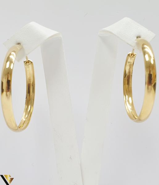 Cercei din aur  18k, 750 4.98 grame Lungimea cerceilor 34mm Latimea cerceilor 37mm Marcaj cu titlul 750 Locatia HARLAU 1