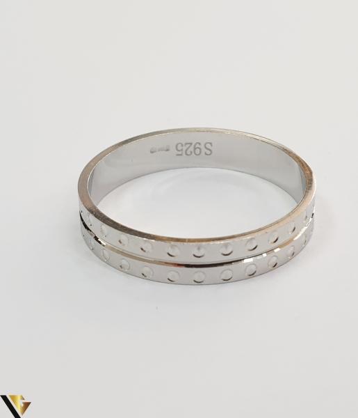 """Inel din argint, 925 2.33 grame Latime inel 5 mm Diametrul inelului este de 19.5mm (masura standard RO: 61 si UE: 21) Marcaj cu titlul """"925"""" Locatie HARLAU 2"""