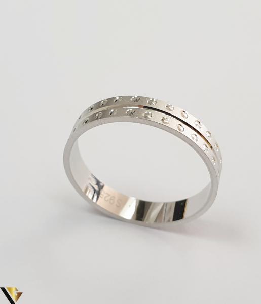 """Inel din argint, 925 2.33 grame Latime inel 5 mm Diametrul inelului este de 19.5mm (masura standard RO: 61 si UE: 21) Marcaj cu titlul """"925"""" Locatie HARLAU 1"""