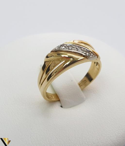 """Inel din aur 18k, 750 3.29 grame 4 de diamante mici, avand cca 0.015 ct fiecare Carataj total de cca. 0.06 ct Latime maxima  de 7 mm Diametrul inelului este de 16.5mm (masura standard RO: 51 si UE: 11) Marcaj cu titlul """"750"""" Locatie HARLAU [0]"""