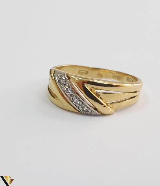 """Inel din aur 18k, 750 3.29 grame 4 de diamante mici, avand cca 0.015 ct fiecare Carataj total de cca. 0.06 ct Latime maxima  de 7 mm Diametrul inelului este de 16.5mm (masura standard RO: 51 si UE: 11) Marcaj cu titlul """"750"""" Locatie HARLAU [1]"""
