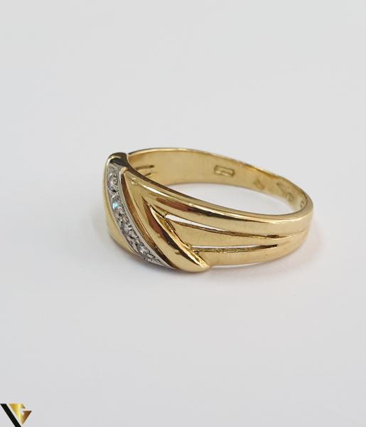 """Inel din aur 18k, 750 3.29 grame 4 de diamante mici, avand cca 0.015 ct fiecare Carataj total de cca. 0.06 ct Latime maxima  de 7 mm Diametrul inelului este de 16.5mm (masura standard RO: 51 si UE: 11) Marcaj cu titlul """"750"""" Locatie HARLAU [2]"""