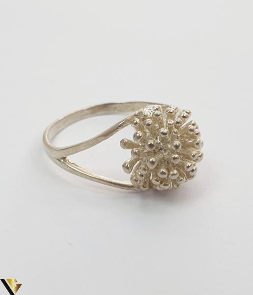 """Inel din argint, 925 2.83 grame Latime inel 10 mm Diametrul inelului este de 18.5mm (masura standard RO: 58 si UE: 18) Marcaj cu titlul """"925"""" Locatie HARLAU 2"""