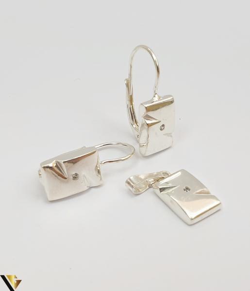 """Set format din cercei si pandant din argint 925 5.01 grame Dimensiuni pandant: 22 mm / 8 mm Dimensiuni cercei: 22mm / 8 mm Produs NOU Marcaj cu titlul """"925"""" Locatie  HARLAU 0"""
