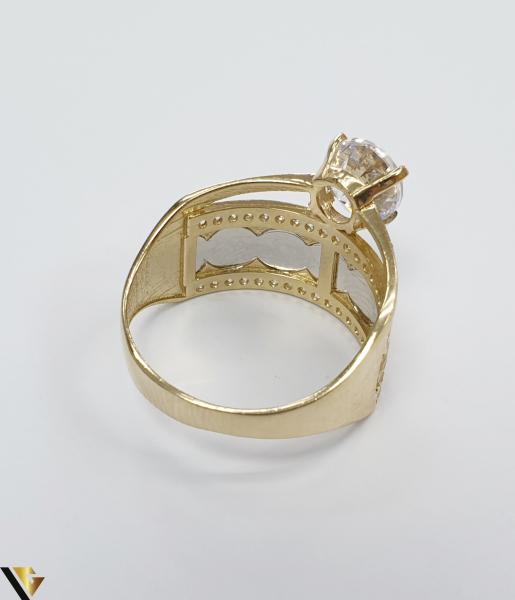"""Inel din aur 14k, 585 4.69grame Diametrul inelului este de 19.5mm (masura standard RO:61 si UE:21) Latimea in partea superioara este de 12.5 mm Marcaj cu titlul """"585"""" Locatie Harlau 3"""