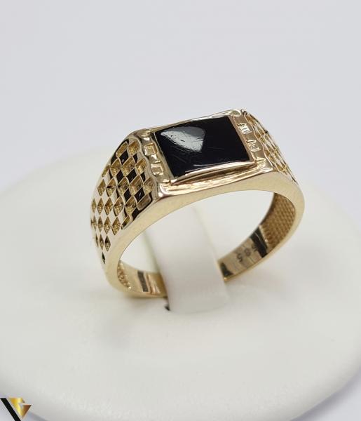 """Inel din aur 14k, 585 5.59grame Diametrul inelului este de 20.5mm (masura standard RO:65 si UE:25) Latimea in partea superioara este de 10 mm Marcaj cu titlul """"585"""" Locatie Harlau [0]"""