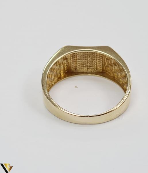 """Inel din aur 14k, 585 5.59grame Diametrul inelului este de 20.5mm (masura standard RO:65 si UE:25) Latimea in partea superioara este de 10 mm Marcaj cu titlul """"585"""" Locatie Harlau [3]"""