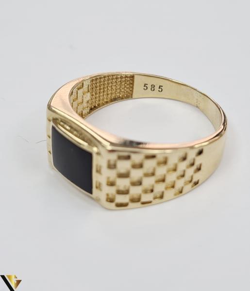 """Inel din aur 14k, 585 5.59grame Diametrul inelului este de 20.5mm (masura standard RO:65 si UE:25) Latimea in partea superioara este de 10 mm Marcaj cu titlul """"585"""" Locatie Harlau [2]"""