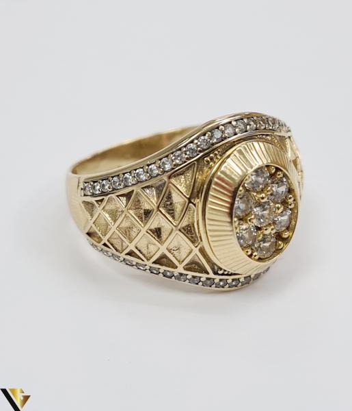 """Inel din aur 14k, 585 8.55 grame Latime inelului la partea superioara este de 18 mm Diametrul inelului este de 21.5 mm Masura standard RO: 68 si UE: 28 Marcaj cu titlul """"585"""" Locatie Harlau 2"""