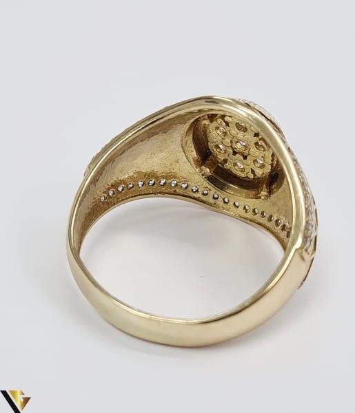 """Inel din aur 14k, 585 8.55 grame Latime inelului la partea superioara este de 18 mm Diametrul inelului este de 21.5 mm Masura standard RO: 68 si UE: 28 Marcaj cu titlul """"585"""" Locatie Harlau 3"""
