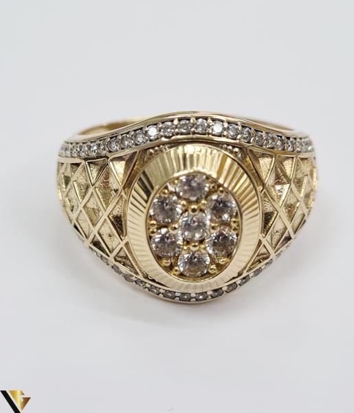 """Inel din aur 14k, 585 8.55 grame Latime inelului la partea superioara este de 18 mm Diametrul inelului este de 21.5 mm Masura standard RO: 68 si UE: 28 Marcaj cu titlul """"585"""" Locatie Harlau 4"""
