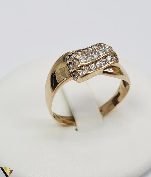 """Inel din aur 14k, 585 3.55 grame Latime inelului la partea superioara este de 9 mm Diametrul inelului este de 19.5 mm Masura standard RO: 61 si UE: 21 Marcaj cu titlul """"585"""" Locatie Harlau 0"""