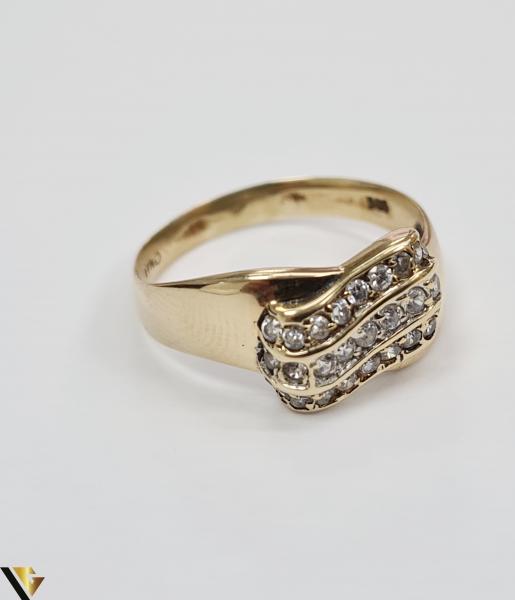 """Inel din aur 14k, 585 3.55 grame Latime inelului la partea superioara este de 9 mm Diametrul inelului este de 19.5 mm Masura standard RO: 61 si UE: 21 Marcaj cu titlul """"585"""" Locatie Harlau 1"""