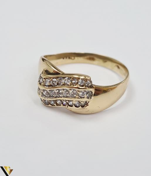 """Inel din aur 14k, 585 3.55 grame Latime inelului la partea superioara este de 9 mm Diametrul inelului este de 19.5 mm Masura standard RO: 61 si UE: 21 Marcaj cu titlul """"585"""" Locatie Harlau 2"""