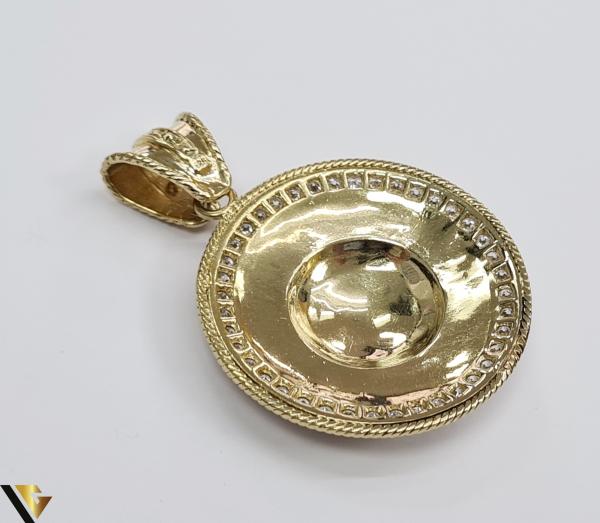 Pandantiv din aur 14k, 585 18.92 grame Lungimea pandantivului cu anou este de 52.5 mm Latimea pandantivului este de 37.5mm Locatie HARLAU 2