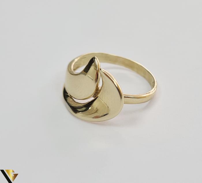 """Inel din aur 14k, 585 2.67 grame Latime inelului la partea superioara este de 11.5 mm Diametrul inelului este de 18mm Masura standard RO: 57 si UE: 17 Marcaj cu titlul """"585"""" Locatie Harlau [1]"""