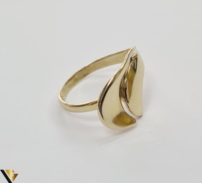 """Inel din aur 14k, 585 2.67 grame Latime inelului la partea superioara este de 11.5 mm Diametrul inelului este de 18mm Masura standard RO: 57 si UE: 17 Marcaj cu titlul """"585"""" Locatie Harlau [2]"""