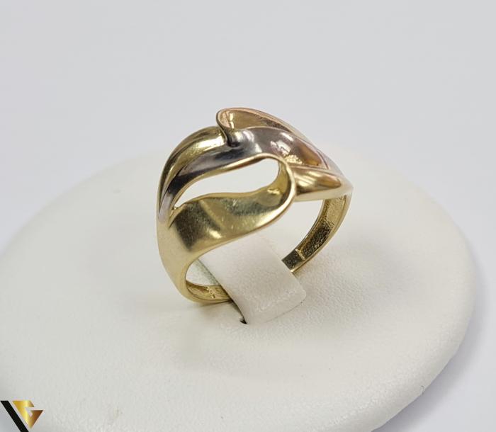 """Inel din aur 14k, 585 2.63 grame Latime inelului la partea superioara este de 12.8 mm Diametrul inelului este de 18mm Masura standard RO: 57 si UE: 17 Marcaj cu titlul """"585"""" Locatie Harlau 0"""