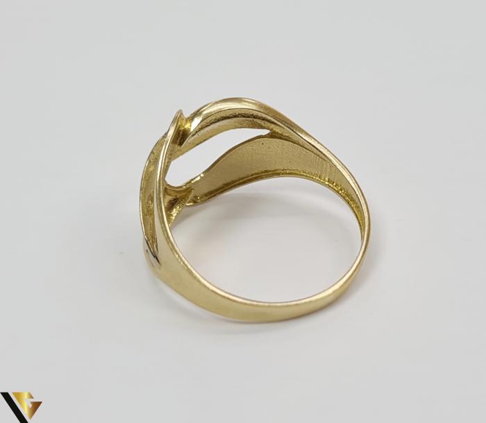 """Inel din aur 14k, 585 2.63 grame Latime inelului la partea superioara este de 12.8 mm Diametrul inelului este de 18mm Masura standard RO: 57 si UE: 17 Marcaj cu titlul """"585"""" Locatie Harlau 2"""