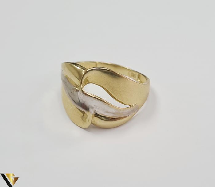 """Inel din aur 14k, 585 2.63 grame Latime inelului la partea superioara este de 12.8 mm Diametrul inelului este de 18mm Masura standard RO: 57 si UE: 17 Marcaj cu titlul """"585"""" Locatie Harlau 1"""